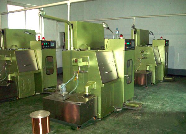 铜丝拉丝机正在拉制0.05mm铜线